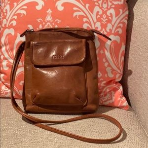 Adorable Fossil leather cross body bag!